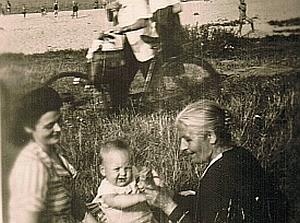 mutter_oma_am_rhein_1949